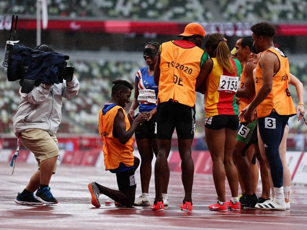 Keula Nidreia Pereira Semedo, một vận động viên điền kinh khiếm thị từ Cape Verde, và người hướng dẫn của cô, Manuel Antonio Vaz da Veiga, đã đính hôn ngay sau vòng loại lượt chạy 200m nữ.