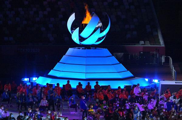 Ngọn lửa Paralympic trong lễ bế mạc. (Ảnh: Getty)