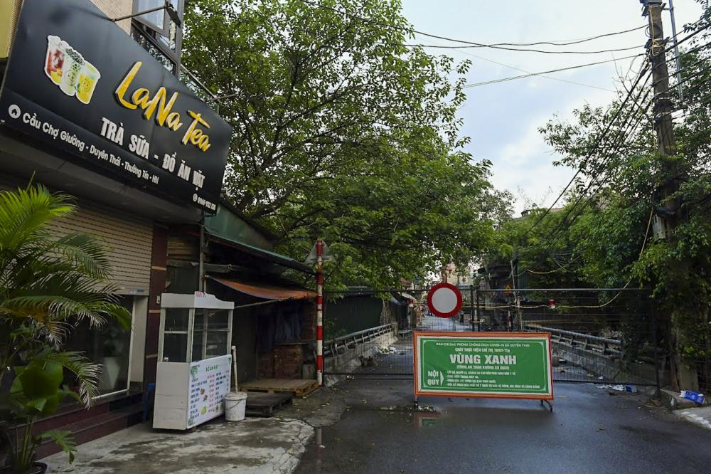 Hình ảnh chốt cứng tại cầu Duyên Trường (xã Duyên Thái, huyện Thường Tín)  để ngăn cách thôn Phúc Am với thôn Duyên Trường.
