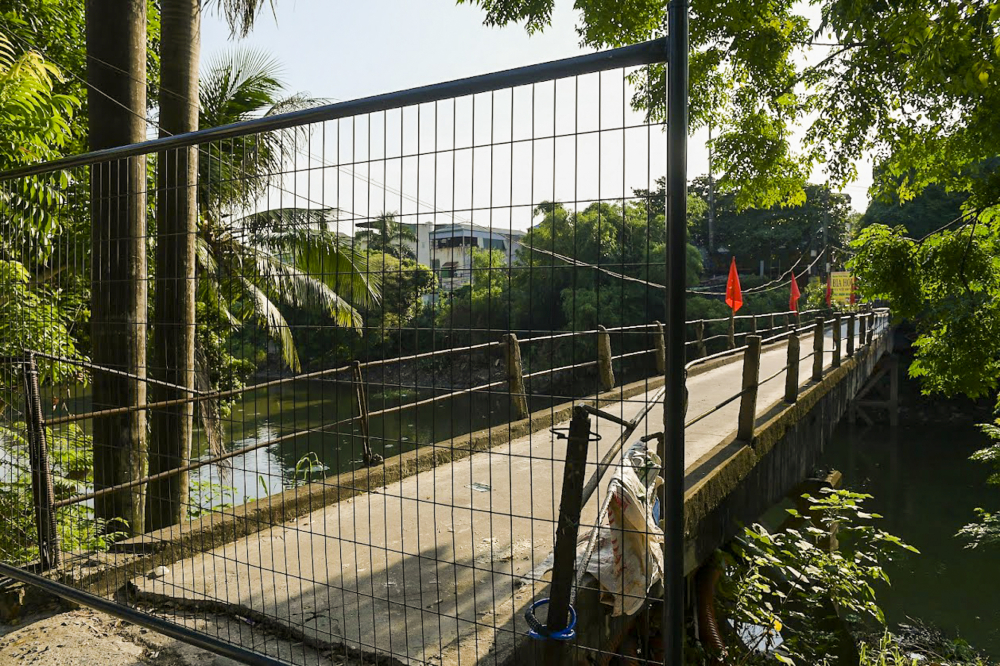Cầu nhỏ bên cạnh cầu Noi cũng đã được rào cứng.