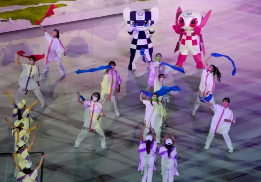 Các vũ công biểu diễn trong lễ bế mạc Thế vận hội Paralympic 2020 tại Sân vận động Quốc gia ở Tokyo, ngày 5/9/2021. (Ảnh: AP)