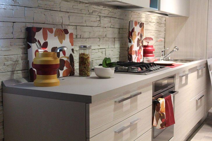 Một bức tường bếp với rất nhiều đường nối 9 quyết định ác mộng bạn nên tránh khi cải tạo ©  Stefano Ferrario / Pixabay Thế giới hiện đại cung cấp rất nhiều vật liệu khác nhau cho các bức tường trong nhà bếp. Nhưng hãy nhớ rằng: các phần tử càng nhỏ thì càng khó rửa sạch dầu mỡ. Đặc biệt là từ các đường may.