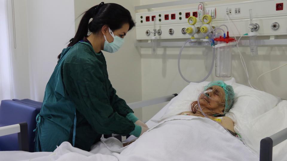 Bà Ayse Karatay được chữa trị COVID-19 tại Bệnh viện Thành phố Eskisehir