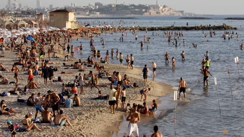 Người dân Israel vui chơi trên biển khi các hạn chế COVID-19 được nói lỏng, ngyaf 21/5/2021.