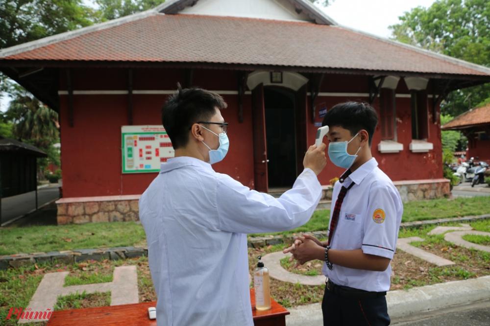 Năm học 2021-2022, tỉnh Thừa Thiên Huế có hơn 277.000 học sinh ở các cấp học, Sở giáo dục và Đào tạo tỉnh Thừa Thiên Huế đề nghị các địa phương chủ động chọn phương án học tập phù hợp cho học sinh.  Đối với bậc học mầm non, tiếp tục dừng đến trường cho đến khi có thông báo mới.
