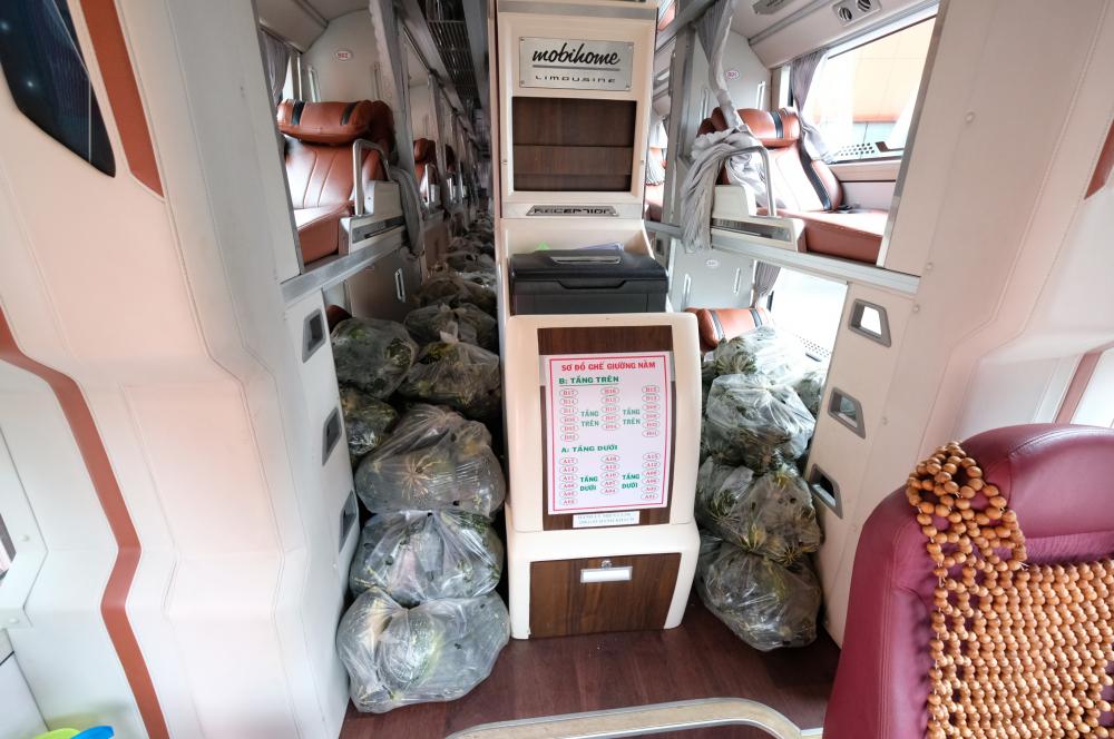 Các xe giường năm đời 2021 mới được mua về cũng được tận dụng chở hàng tiếp ứng các tỉnh thành có dịch.