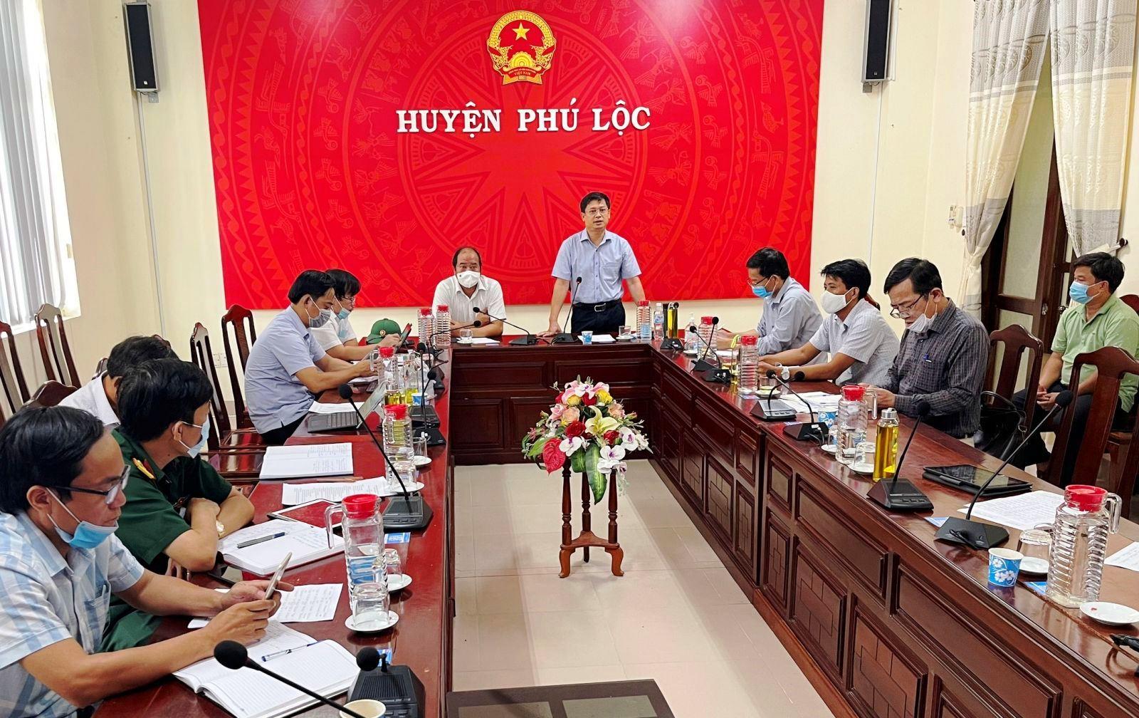 Ông Nguyễn Thanh Bình, chỉ đạo công tác phòng chống dịch COVID-19 tại huyện Phú Lộc