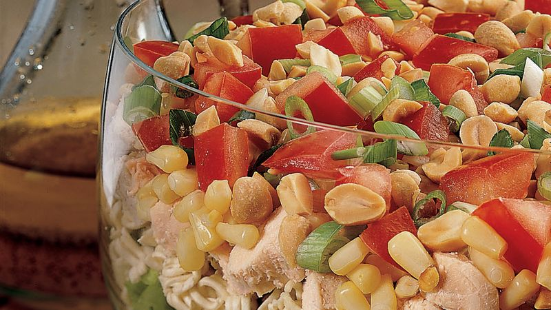 Salad gà Trung Quốc bảy tầng 85 đánh giá   9 đánh giá   0 câu hỏi Salad gà Trung Quốc bảy tầng Chuẩn bị 15 PHÚT Toàn bộ 15 PHÚT Khẩu phần ăn 5 Chỉ cần 15 phút là có thể xếp lớp các nguyên liệu tạo thành món salad gà ngon với nước sốt chua cay. Bởi Betty Crocker Kitchens Cập nhật ngày 13 tháng 9 năm 2016 Thành phần Rau xà lách 5 tách rau diếp romaine thái nhỏ 1 gói (3 oz) Phở trộn mì ramen hương vị phương Đông 2 chén gà nấu chín thái nhỏ 1 lon (11 oz) bắp shoepeg trắng, ráo nước 1 cà chua lớn, thái nhỏ 2 hành lá vừa, thái nhỏ (2 muỗng canh) 1/2 chén đậu phộng rang khô không ướp muối băm nhỏ Cách ăn mặc 2 muỗng canh đường 1 thìa muối 1/2 thìa cà phê tiêu 3/4 thìa cà phê gừng bào 1/4 dầu thực vật cốc 3 muỗng canh giấm trắng  Các bước Ngăn màn hình của bạn tối đi khi bạn nấu ăn.  1 Thủy tinh dưới đáy bát đĩa trong suốt lớn (3 lít), sắp xếp rau diếp. Remove the Registry package; sợi mì sợi thô. Xếp lớp mì và salad phần thành phần còn lại, theo thứ tự được liệt kê, bên trên rau diếp. 2 Trong lọ nhỏ có nắp đậy kín, lắc các phần nước đến khi được trộn đều. Đổ salad lên trên. Phục vụ lập tức.