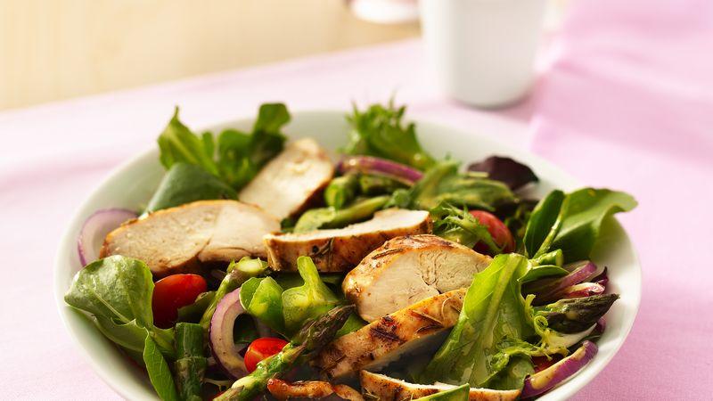 Thành phần 1 lb măng tây tươi 2 muỗng canh dầu ô liu hoặc dầu hạt cải 2 thìa cà phê tỏi thái nhỏ 1 1/2 thìa cà phê lá hương thảo khô 1 muỗng cà phê muối gia vị 6 ức gà không da không xương (4 đến 5 oz mỗi cái) 1 túi (5 oz) rau xanh trộn salad mùa xuân ăn liền 1 pint (2 cốc) cà chua nho, cắt đôi 1 chén hành tím cắt lát mỏng 1/2 cốc sốt Dijon mật ong giảm béo trong tủ lạnh  Các bước Ngăn màn hình của bạn tối đi khi bạn nấu ăn.  1 Bẻ hoặc cắt bỏ những phần đầu của măng tây; set giáo dục vào nông thủy tinh đĩa. Xông với 1 thìa cà phê dầu; chuyển sang áo khoác. Che; cho vào tủ lạnh cho đến khi nướng. 2 Trong một bát nhỏ, dầu trộn lại, tỏi, lá hương thảo và muối. Xoa cả hai mặt của mỗi ức gà với dầu đầu; set in a other disk. Che; cho vào tủ lạnh ướp 30 phút. 3 Làm nóng bằng gas hoặc than nướng. Đặt gà lên nướng trên lửa vừa. Nắp nướng; nấu gà từ 15 đến 20 phút, lật một hoặc hai lần và thêm măng tây sau 7 phút, cho đến khi nước gà trong khi cắt phần tâm dày nhất (170 ° F). Nấu măng tây từ 6 đến 8 phút, đảo thường xuyên cho đến khi mềm giòn. 4 Cắt măng tây thành các miếng dài 1 inch. Cho măng tây, rau xà lách, cà chua và hành tây vào tô lớn. Đổ nước sốt lên món salad; quăng áo khoác. Cắt thịt gà thành từng dải; phục vụ hơn salad.