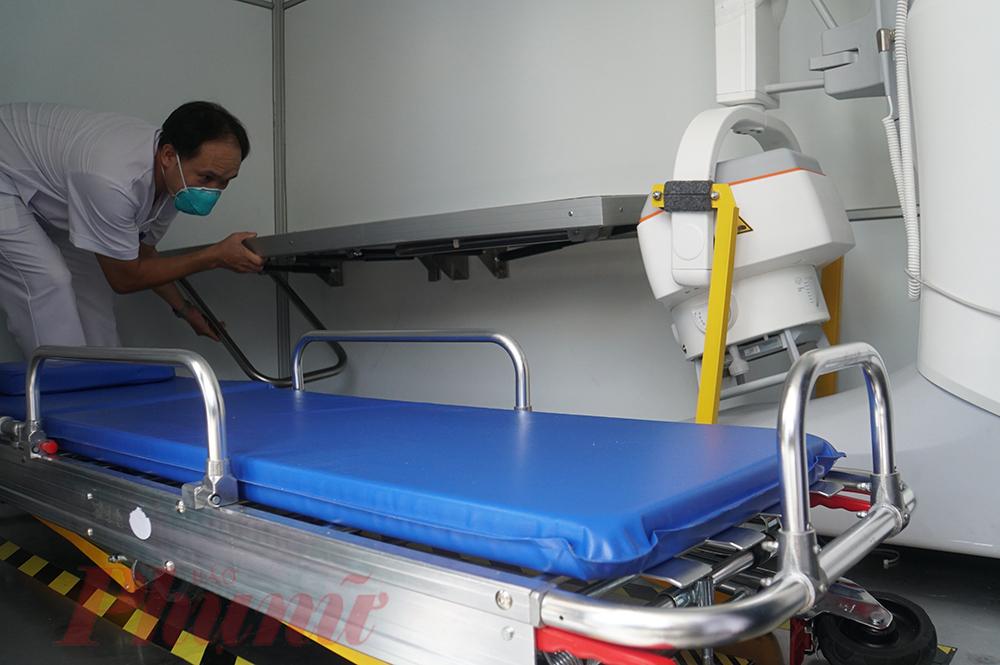 Hệ thống băng ca rời và giường cố định trên xe đều được lắp đặt theo các khóa riêng, hạn chế tối đa rung lắc đảm bảo kết quả chẩn đoán hình ảnh được chuẩn xác