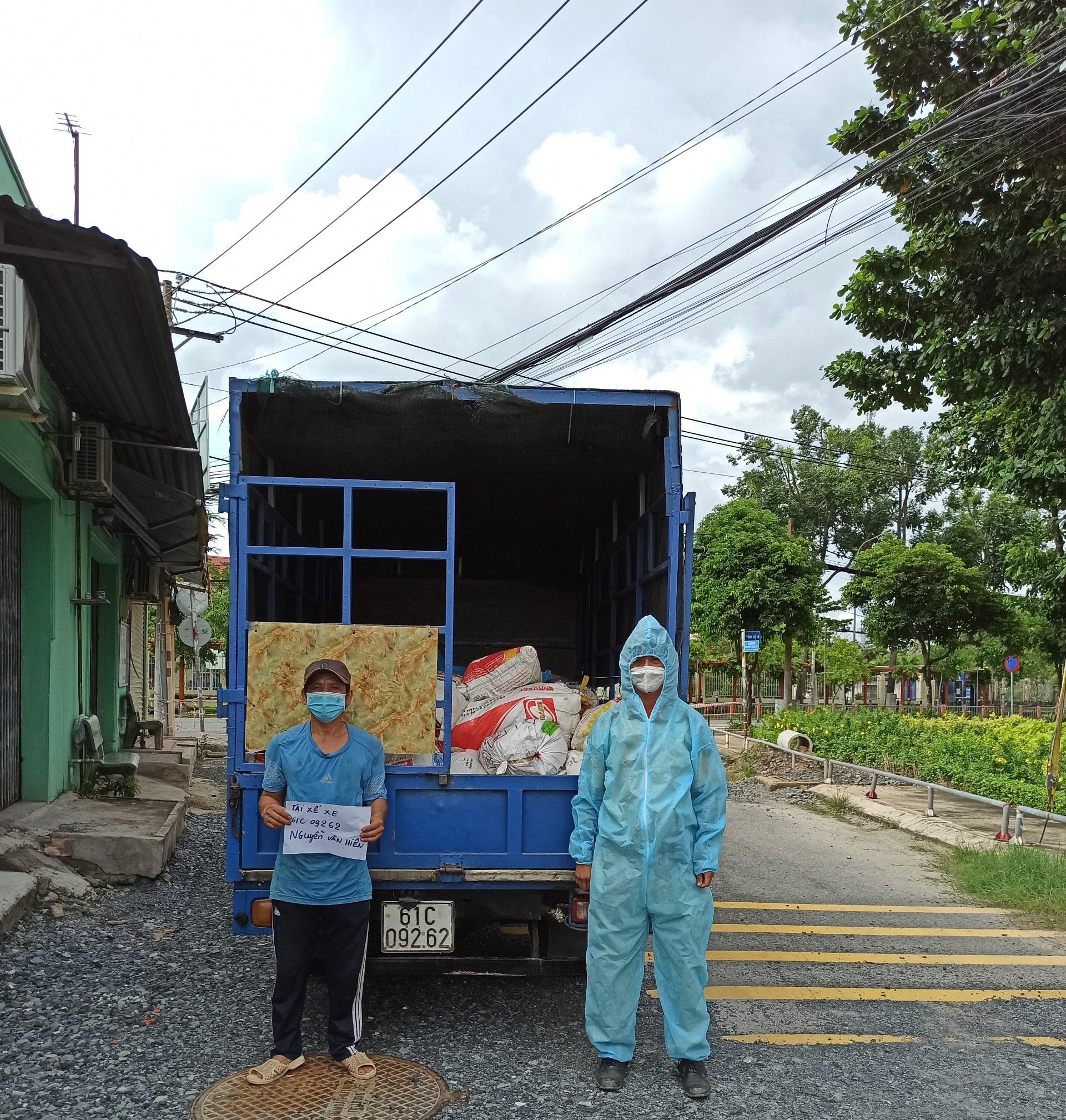 Xe tải chỏ 1,5 tấn gà chết bị CSGT phát hiện.