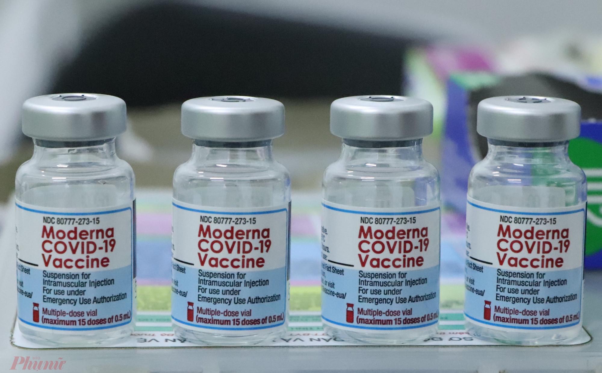 Trên thế giới đã tiêm trộn vắc xin Moderna mũi 1, Pfizer mũi 2 và ngược lại