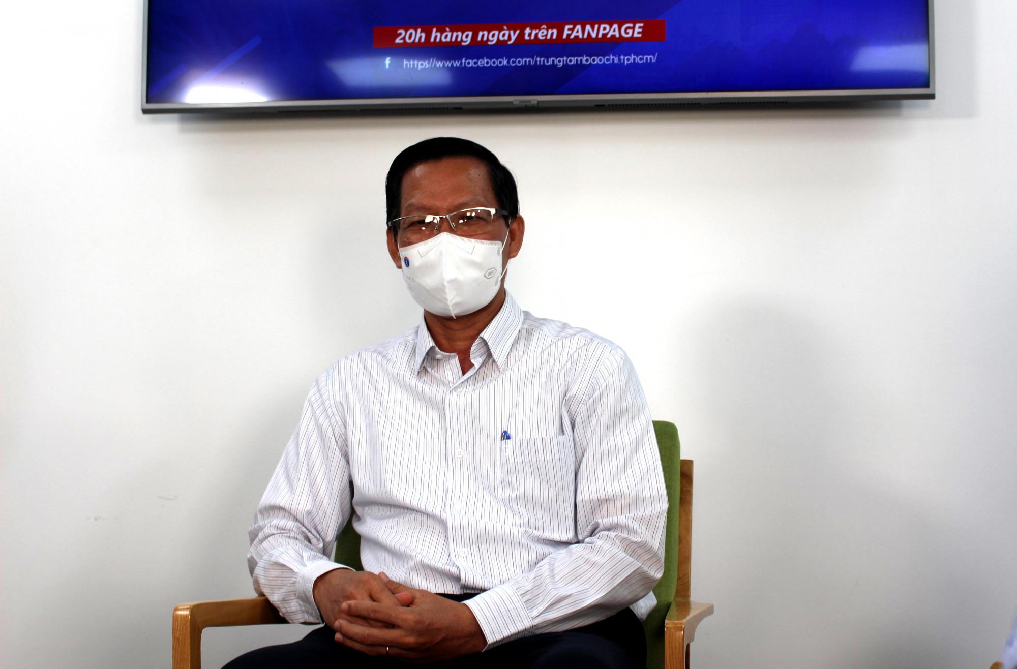 Chủ tịch UBND TP Phan Văn Mãi trước giờ tham gia chương trình livestream để đối thoại với người dân.
