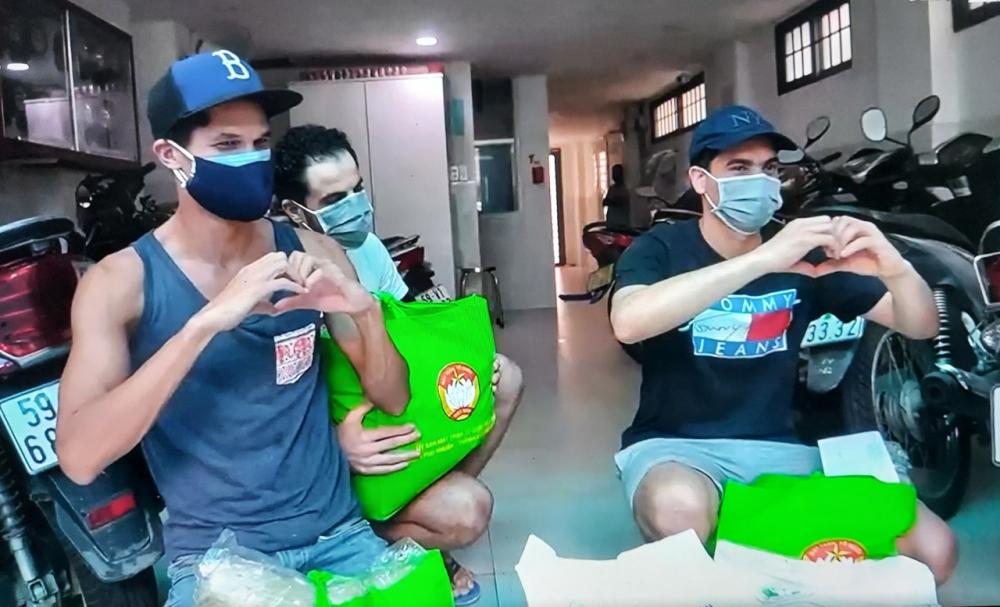 Đảm bảo chăm lo an sinh cho người dân, quận Phú Nhuận cũng kịp thời hỗ trợ những người nước ngoài có nhu cầu cần hỗ trợ trên địa bàn.