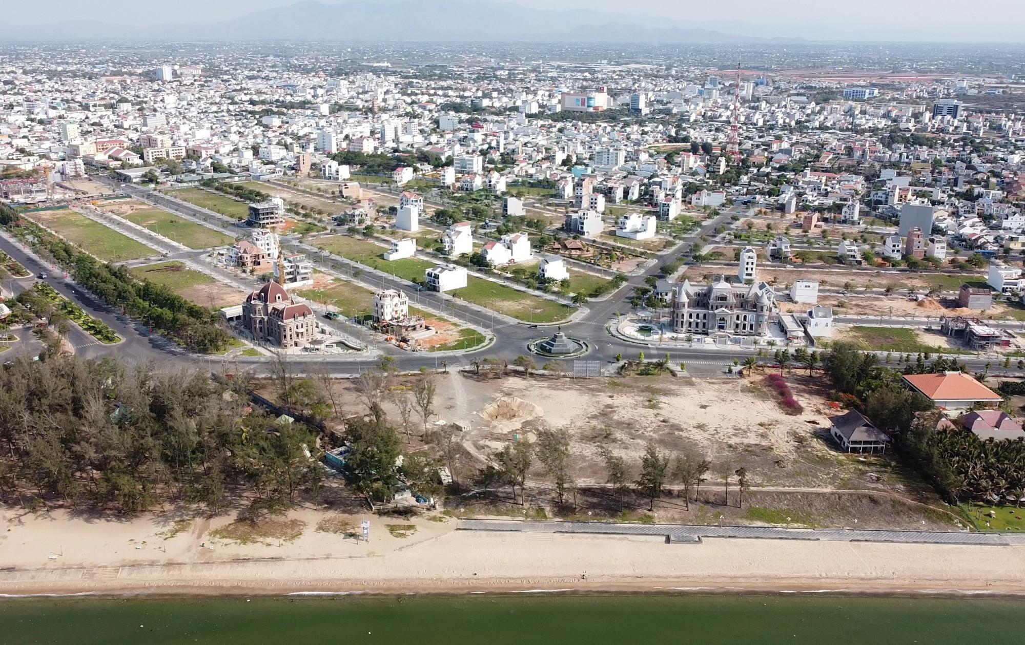 Khu đô thị du lịch biển Phan Thiết trước đây là dự án sân golf Phan Thiết thuộc 9 dự án bị đề nghị cung cấp hồ sơ. (Ảnh: Khải An).