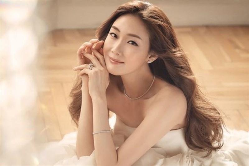 Nữ diễn viên Choi Ji Woo từng bị trang này tung thông tin về đời tư, nhưng cô phủ nhận và đâm đơn kiện