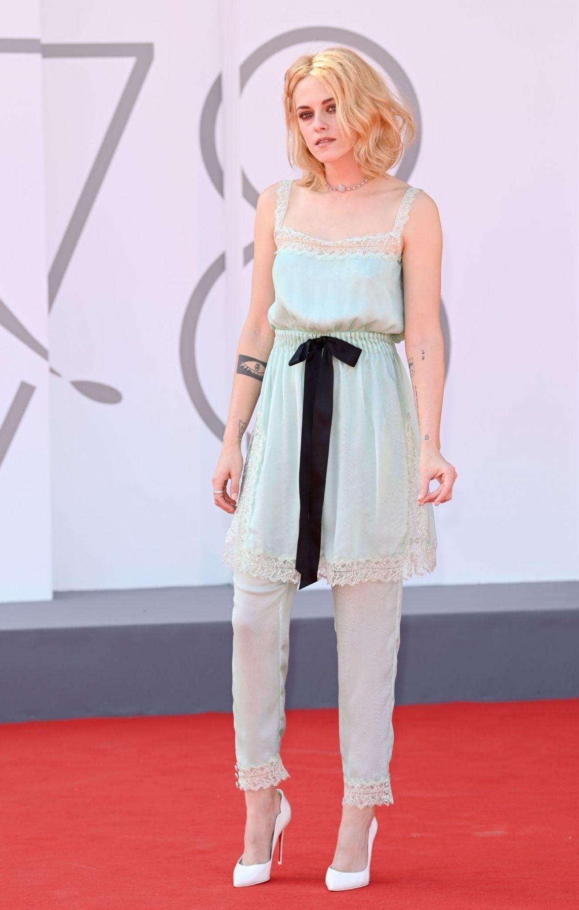 Danh sách này không thể vắng mặt Kristen Stewart và bộ trang phục mang phong cách đồ ngủ cô diện trên thảm đỏ ngày thứ ba của LHP. Thiết kế của hãng thời trang cao cấp Chanel, được làm bằng lụa, với tông màu xanh nhạt ngọt ngào. Trang phục nhanh chóng gây tranh cãi ở nhiều diễn đàn trên mạng xã hội. Người cho rằng trang phục quá độc đáo, nhưng cũng có ý kiến phản bác, cho rằng không phù hợp với thảm đỏ, thậm chí trông lôi thôi.