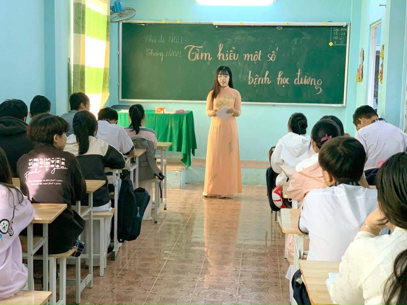 Trường ngoài công lập gặp khó khăn nếu phải hỗ trợ người học 100% học phí. Ảnh chụp tại Trường THPT Lý Thái Tổ (Q.Gò Vấp) năm học 2020-2021 - ẢNH: PHÚC TRẦN