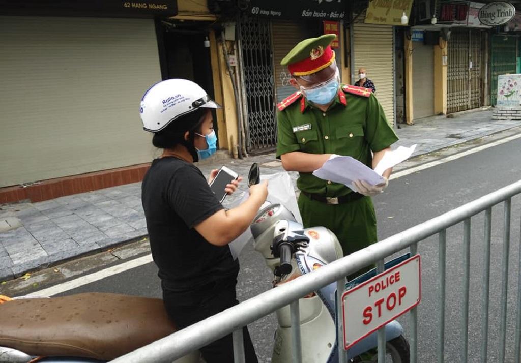 Từ 6g sáng mai, Hà Nội bắt đầu kiểm tra giấy ra đường của người dân