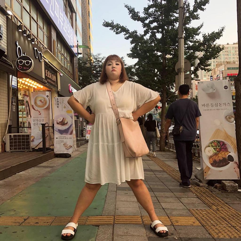 Yang Soobin được xem là một trong những mukbang (vừa ăn uống vừa ghi hình ) nổi tiếng nhất của xứ kim chi. Dù không quá bận tâm về ngoại hình nhưng chính Soobin cũng bất ngờ trước mức cân nặng ngày căng tăng của bản thân, với số ký đỉnh điểm năm 2018 là 138 kg.