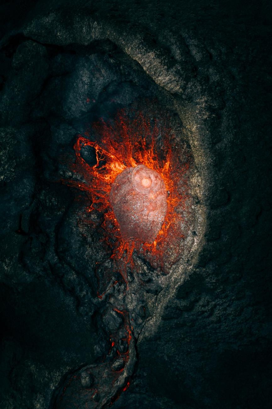 Ở hạng mục thiên nhiên, giải nhất được trao cho Martin Sanchez với tác phẩm chụp ngọn núi lửa đang chuẩn bị phun trào ở Iceland.