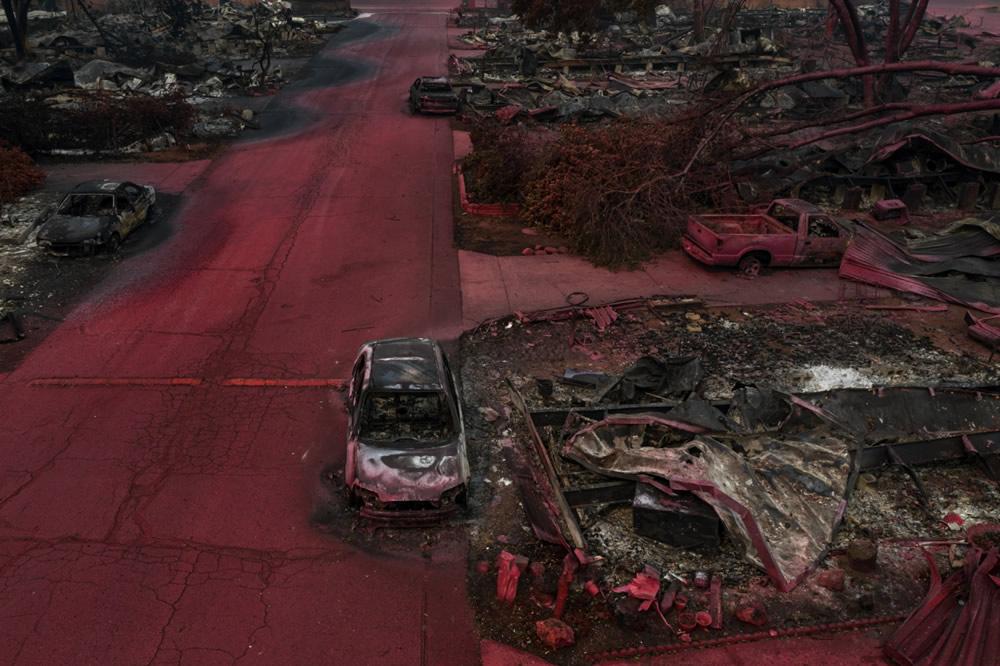 Ở hạng mục chùm ảnh, tác giả Adrees Latif được trao giải nhất với loạt tác phầm ghi lại cảnh cháy