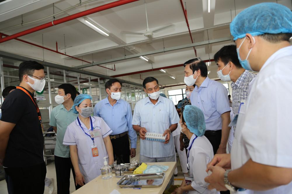Chủ tịch UBND thành phố kiểm tra công tác tiêm phòng vắc-xin tại Khu công nghiệp VSIP.