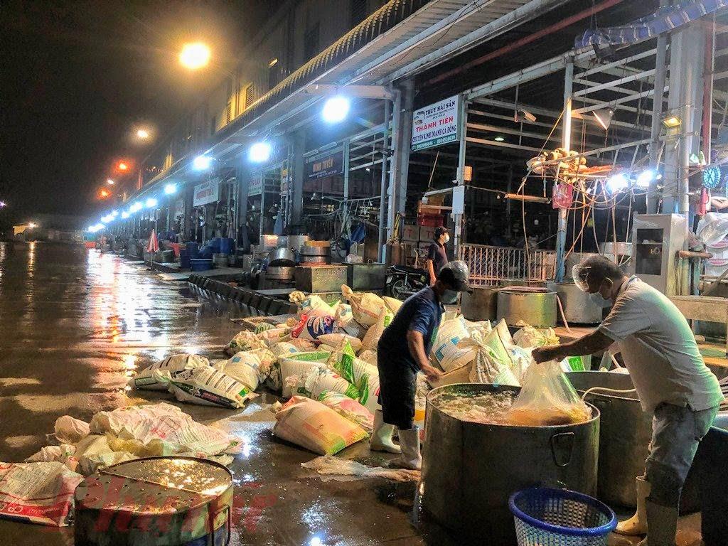 Chợ Bình Điền mở lại, chỉ 9 thương nhân kinh doanh - Báo Phụ Nữ