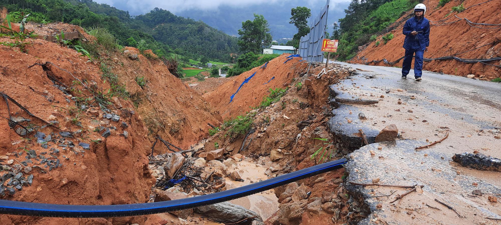 Hiện tại, rất nhiều nơi trên tuyến đường dài gần 80km (Phước Công- Phước Lộc; Phước Kim- Phước Thành- Phước Lộc) bị sạt lở nặng.