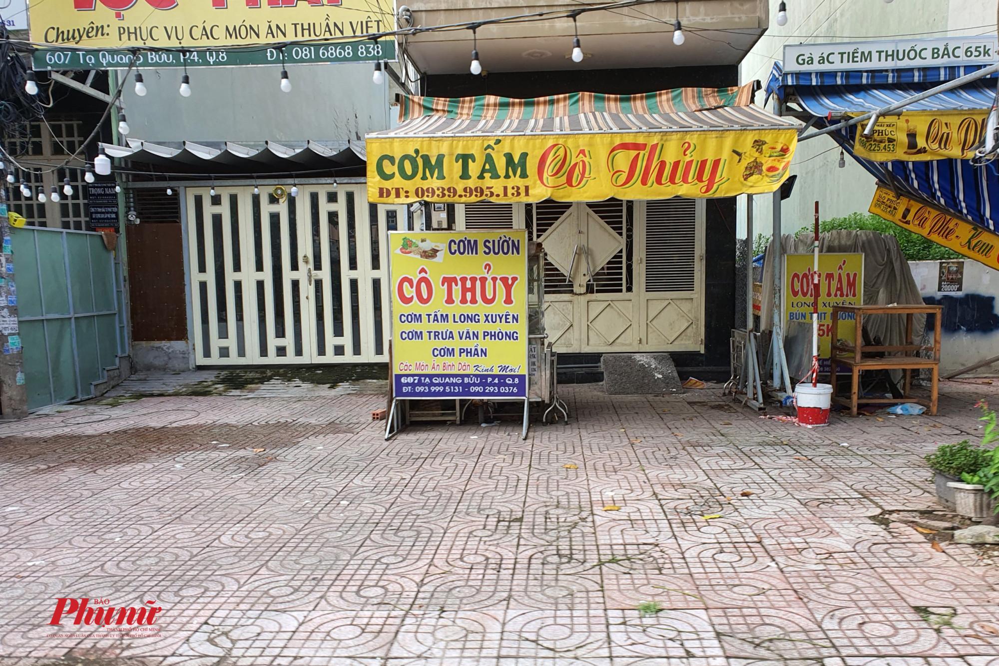 Nhiều cửa hàng trong khu dân cư, nhưng vẫn chưa có dấu hiệu hoạt động, khi nguồn nguyên liệu đang rất hạn chế và giá thành cũng khá cao