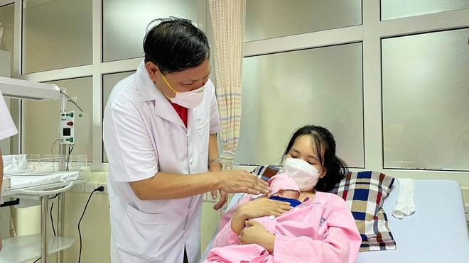 Kỳ tích đã tới khi bé sinh non đã có thể tự thở, nặng 1,8 kg sau 3 tháng