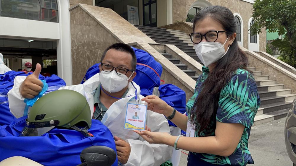 Chương trình SOS của Trung tâm An sinh TPHCM 13.028 phần quà và 9.017 lốc sữa.