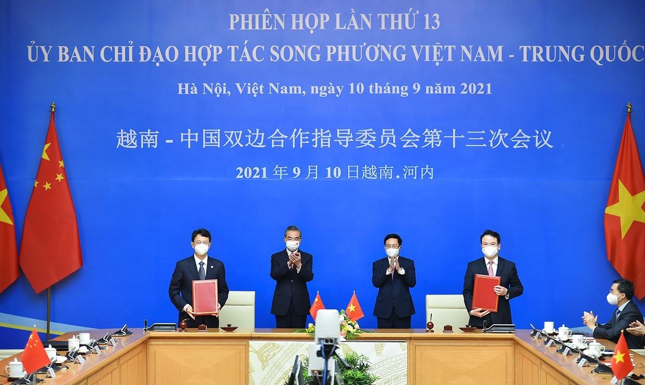 Tại Phiên họp lần thứ 13 Ủy ban Chỉ đạo hợp tác song phương Việt Nam - Trung Quốc, Bộ trưởng Ngoại giao Trung Quốc Vương Nghị công bố Trung Quốc sẽ viện trợ thêm 3 triệu liều vắc xin COVID-19 cho Việt Nam trong năm nay. (Ảnh: Tuấn Anh)