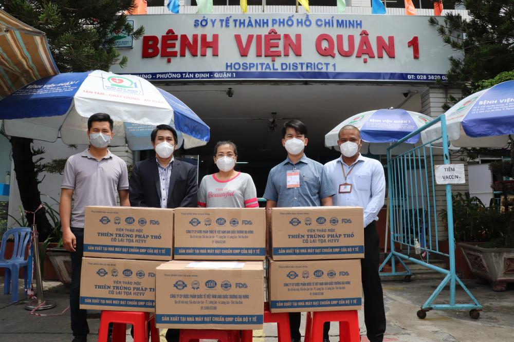 Các sản phẩm dược phẩm hỗ trợ điều trị F0 tại nhà được bàn giao cho các bệnh viện, cơ sở y tế trên địa bàn TP.