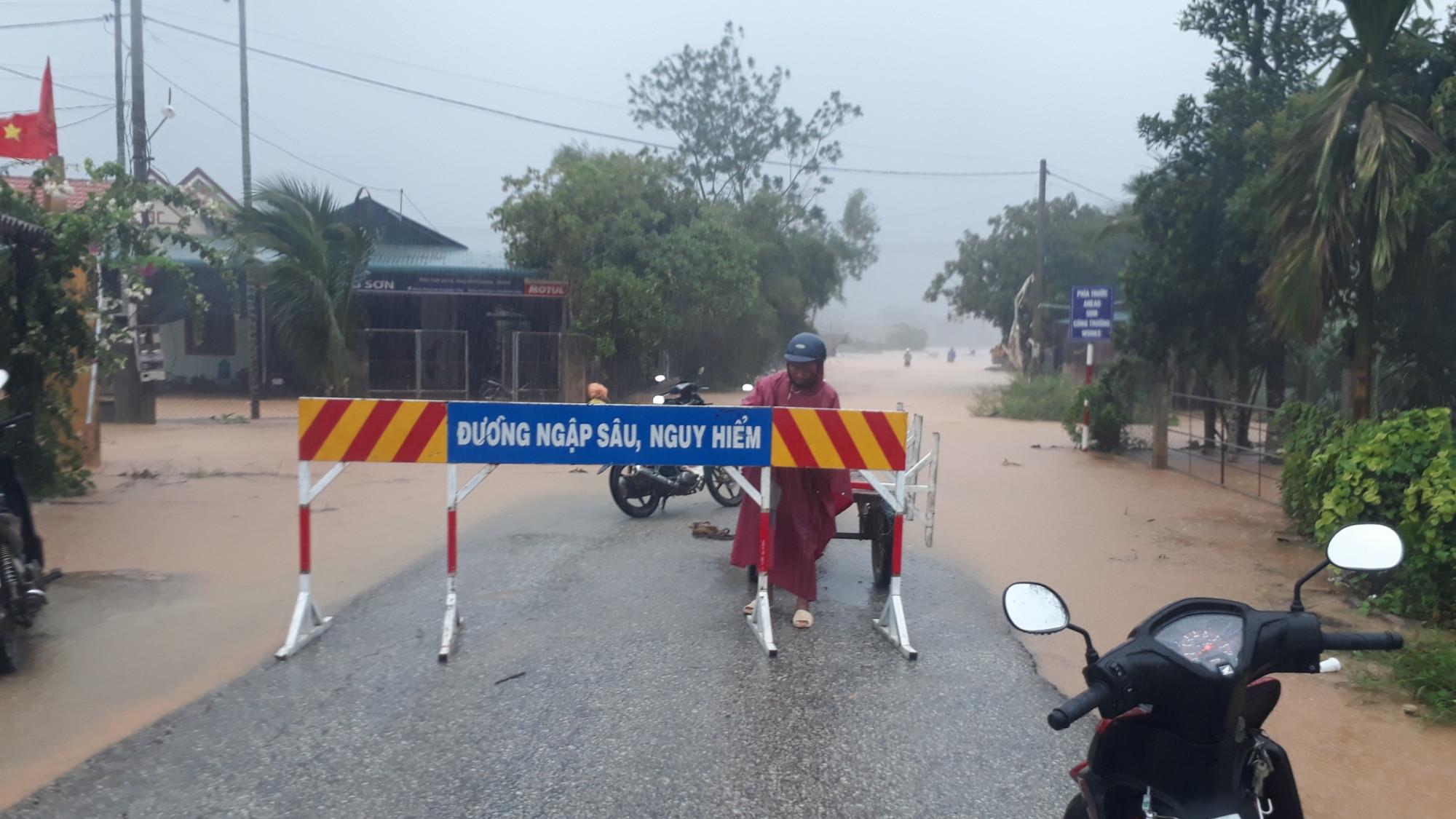 Tuyến đường qua xã Phong Xuân huyện Phong Điền dẫn lên thủy điện Rào Trăng ngập cục bộ