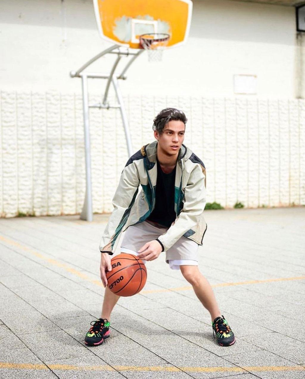 Người mẫu Liam Nikuro thuộc sở hữu của một công ty Nhật Bản được xây dựng có niềm đam mê bóng rổ
