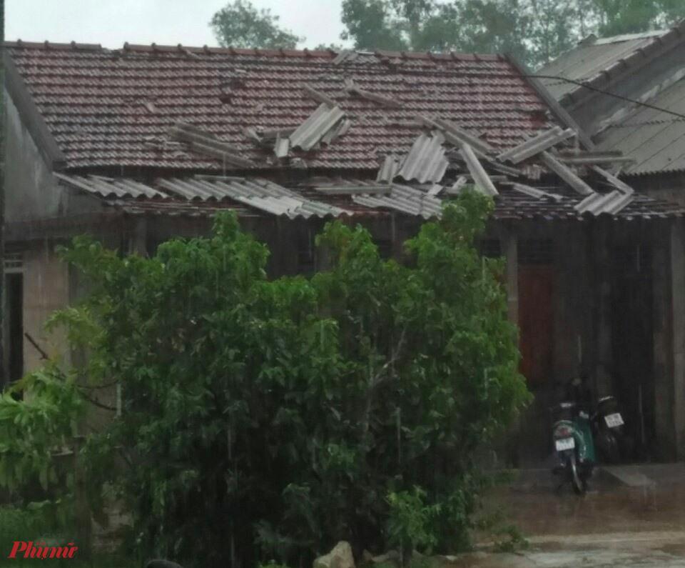 Theo số liệu báo cáo nhanh, trên địa bàn huyện Phong Điền có 21 nhà tốc mái (xã Điền Hòa: 10 nhà; xã Phong Hải: 07 nhà; xã Phong Xuân: 02 nhà; xã Phong Hiền: 02 nhà),