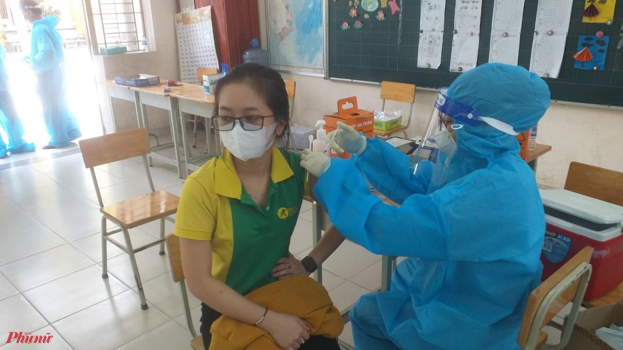 Đến nay, tỷ lệ tiêm chủng vacxin tại huyện đến hiện tại: mũi 1 đạt 99,83% cho người trên 18 tuổi. Các xã, thị trấn đang tổ chức tiêm mũi 2 cho người dân. Đến hiện tại đã đạt gần 17%.