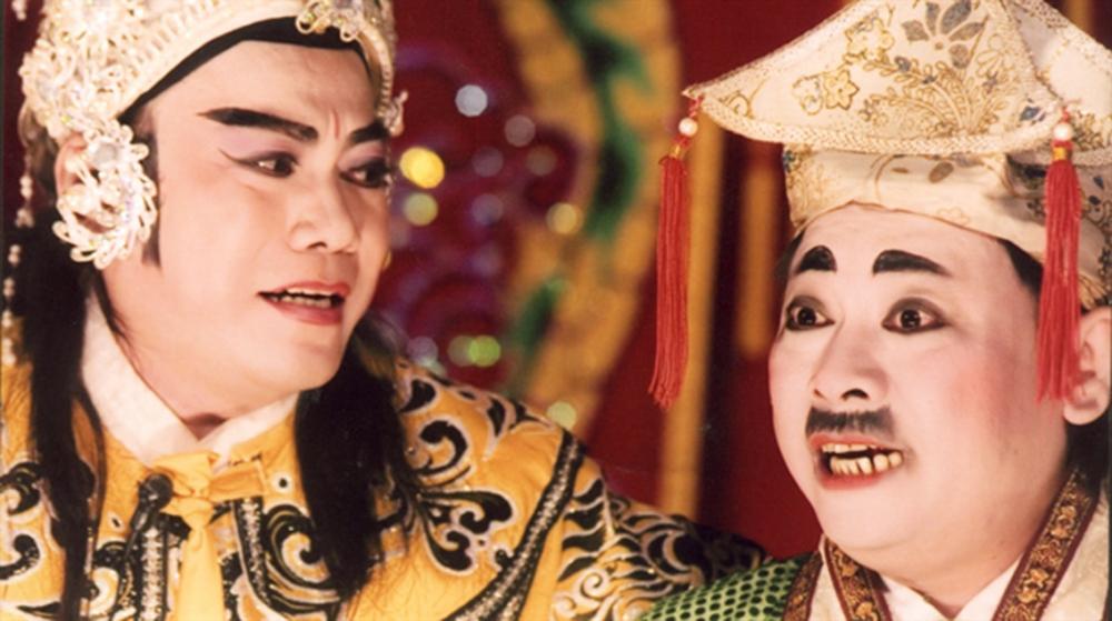 NSƯT Hữu Danh (trái) trong vởThần nữ dâng ngũ linh kỳ (ảnh tư liệu của NSND Đinh Bằng Phi)