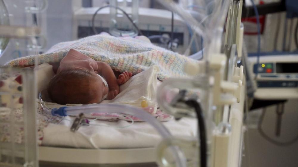Bệnh viện New York tạm dừng dịch vụ đỡ đẻ vì y tá nghỉ việc để phản đối lệnh tiêm vắc xin bắt buộc - Ảnh: Daily Beast