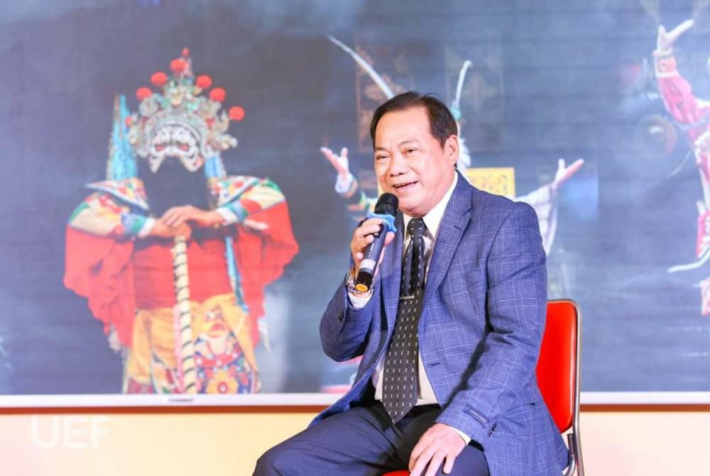 NSƯT Hữu Danh trong một buổi chia sẻ về nghệ thuật hát bội với sinh viên trường đại học