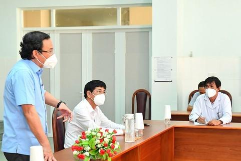 Bí thư Thành ủy TPHCM Nguyễn Văn Nên tại chuyến làm việc sáng 12/9