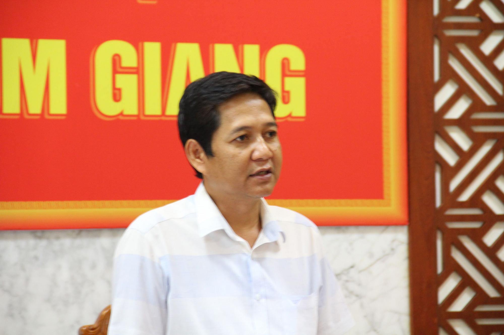 Theo ông Sơn, ảnh hưởng của bão số 5, trên địa bàn huyện cũng có mưa nhưng vừa phải, chưa ảnh hưởng gì nhiều và không có chuyện dân bị cô lập, thiếu đói.