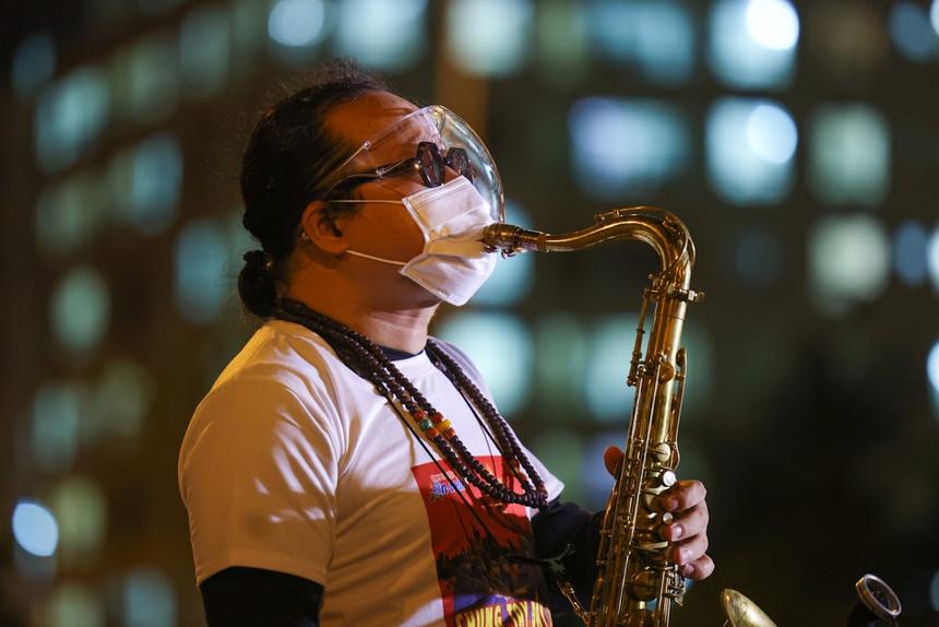 Nghệ sĩ Trần Mạnh Tuấn đã có cuộc biểu diễn tại bệnh viện dã chiến trước khi nhập viện vì tai biến