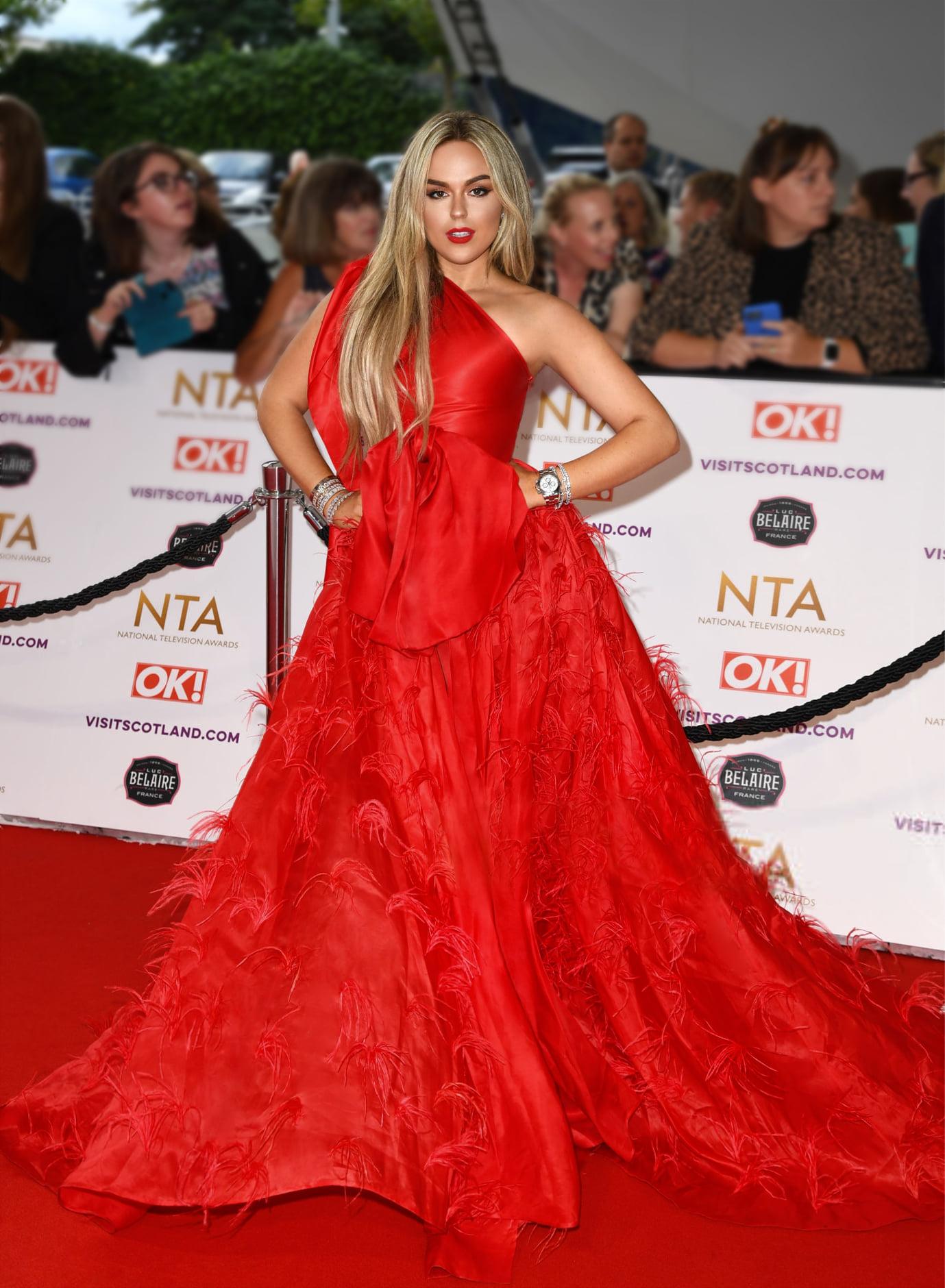 Nhạc sĩ, ca sĩ Tallia Storm cùng tham dự sự kiện này. Cô xuất hiện với bộ váy màu đỏ nổi bật có điểm nhấn là chi tiết nơ to bản bất đối xứng cùng lông vũ được đính kết ờ phần tùng váy.