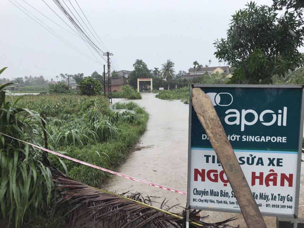 Nước chia cắt nhiều thôn trên địa bàn xã Tịnh Hà
