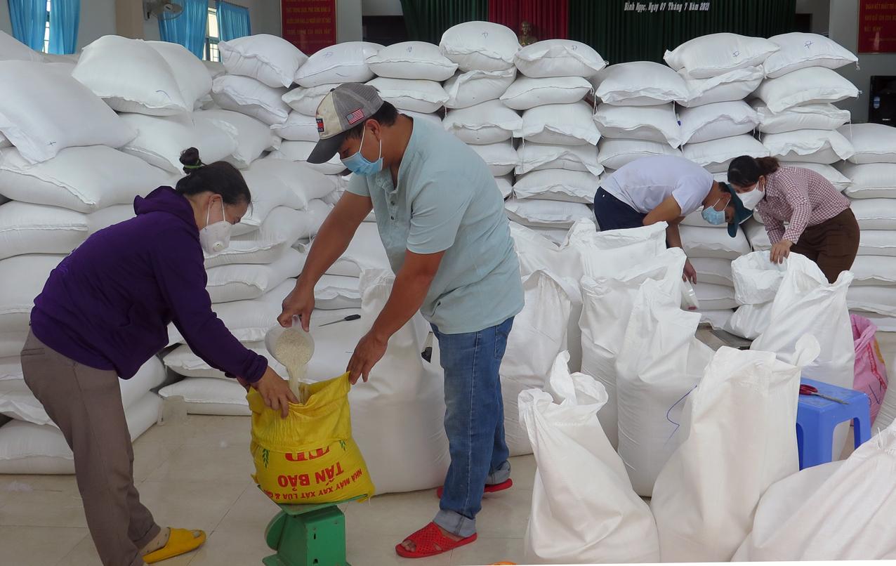 Nhiều gia đình có thêm gạo là mừng lắm vì không lo bị đứt bữa