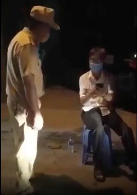Ông Dương Ngọc Bi lúc vi phạm (ảnh cắt từ clip)
