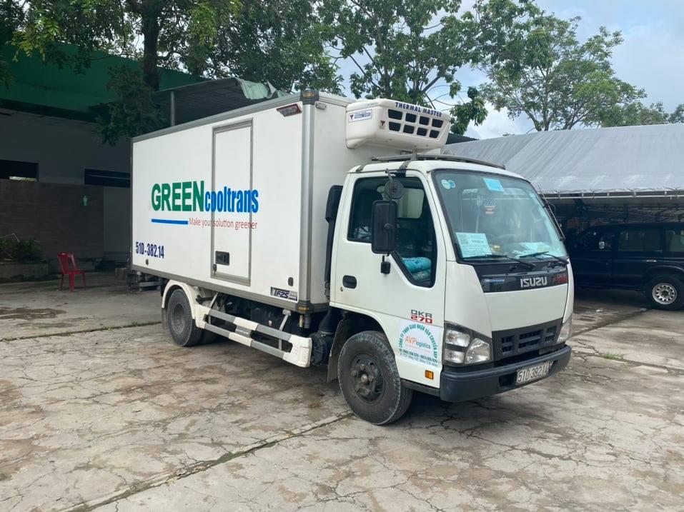 Chiếc xe tải đông lạnh mà tài xế Tuấn dùng để chở 15 người thông kiểm soát dịch trong vụ việc. Ảnh: H.L