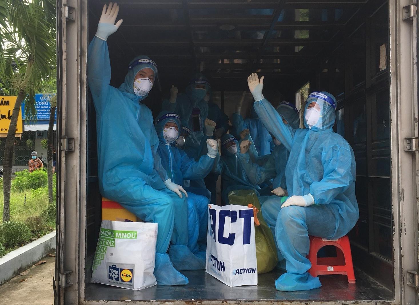 Hình ảnh đoàn cán bộ y tế Lào Cai tham gia chống dịch tại Đồng Nai.